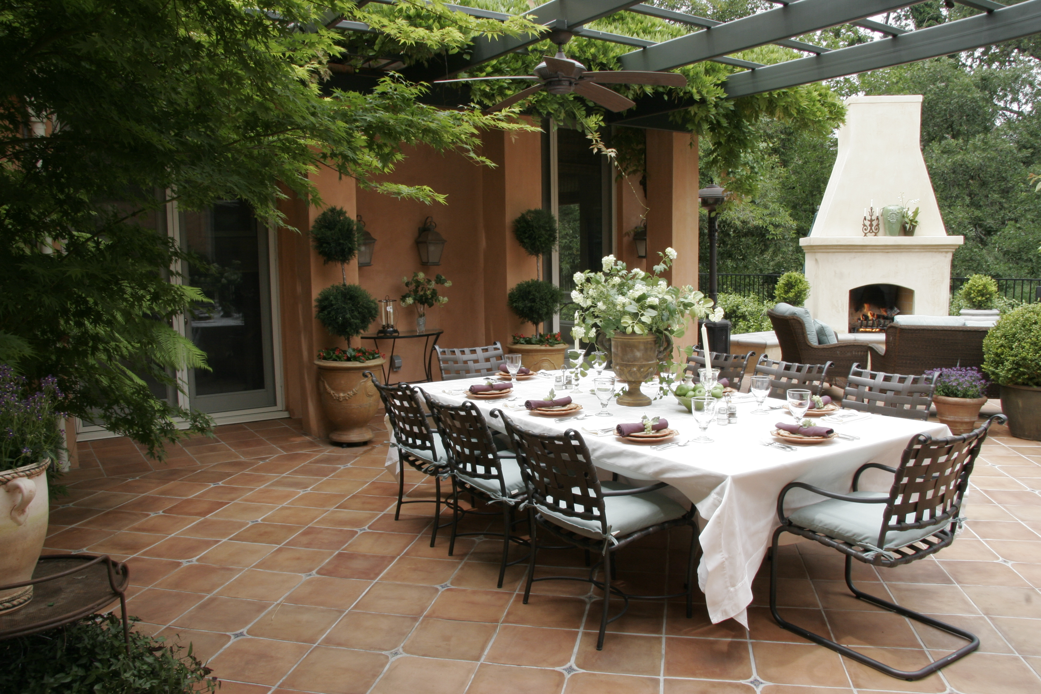 Elegant outdoor dining michael glassman associates for Best outdoor dining