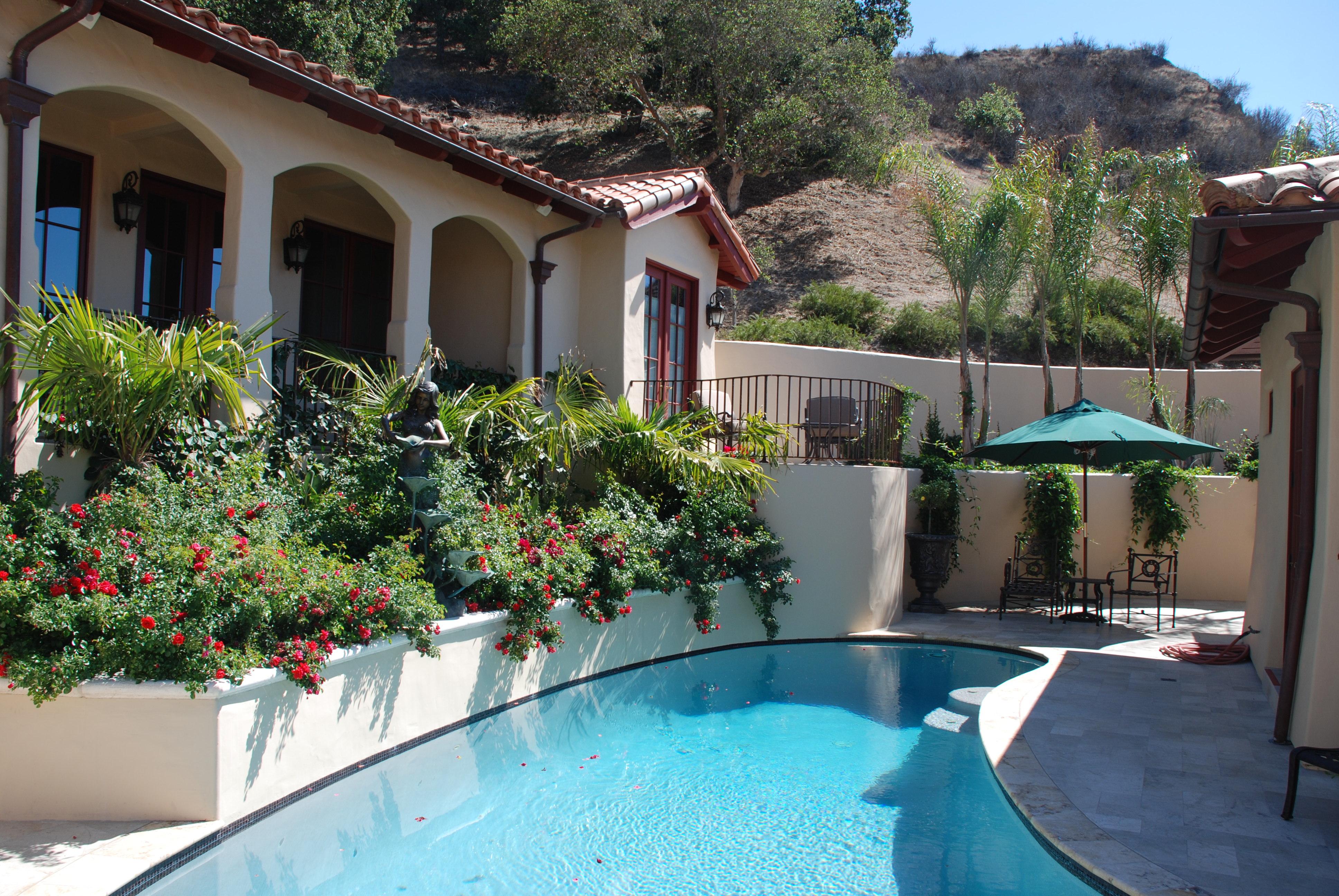 Hillside swimming pool retreat michael glassman associates for Hillside pool ideas